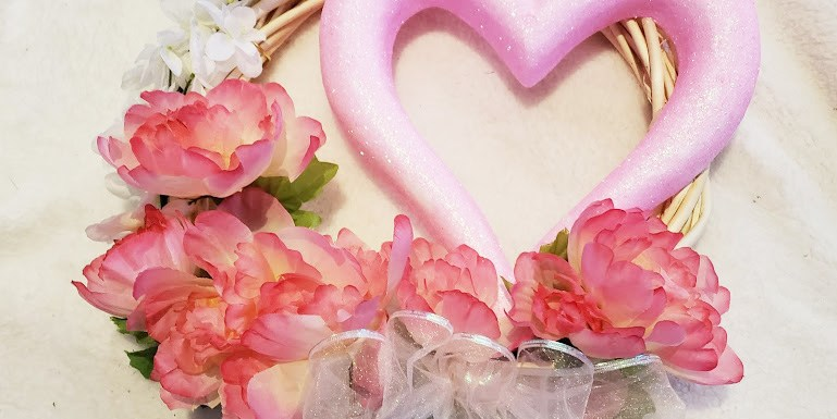 DIY Valentines Day Wreath from the Dollar Tree #Valentinesday #DIY #Crafts #dollartree #dollarstore #DIYValentinesdecor