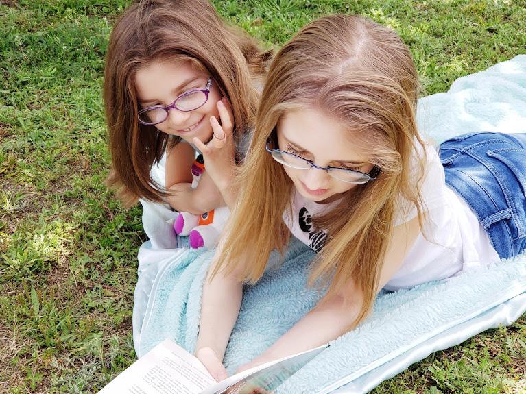 Kids reading a book - Tigeropolis
