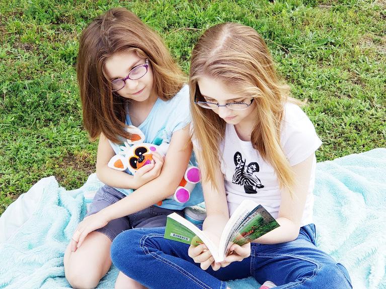 Kids reading kids books, Tigeropolis
