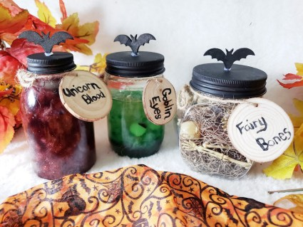 DIY Halloween Potion Jars #Halloween #DIY #halloweendecor #fall #falldecor #spooky