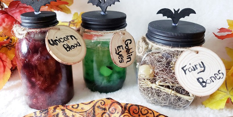 DIY Halloween Potion Jars #Halloween #DIY #halloweendecor #fall #falldecor #spooky