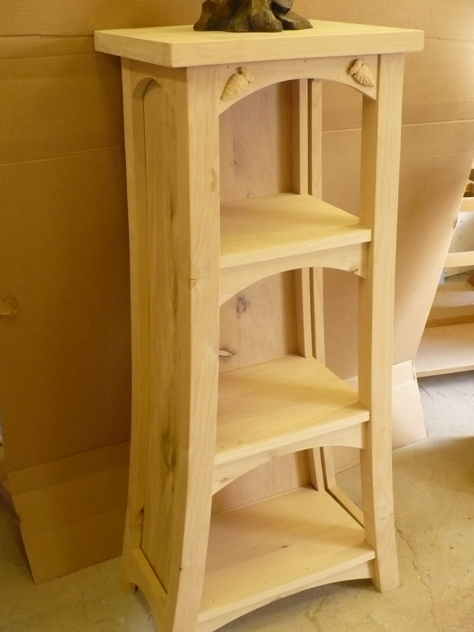 Shelf pedestal