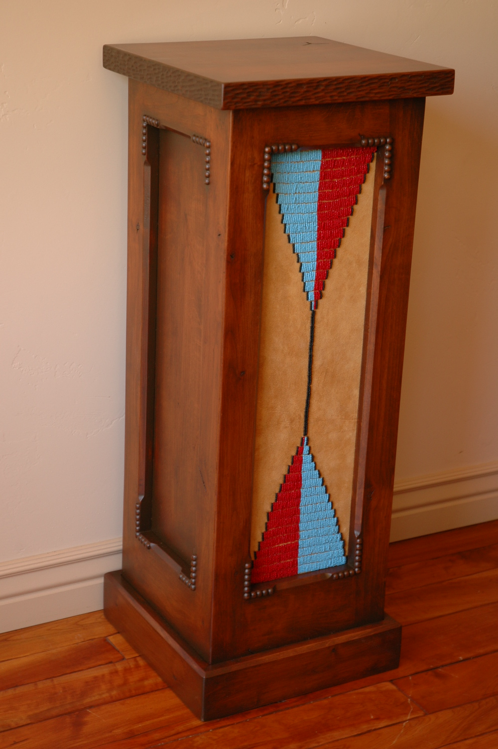 Art pedestal with beaded panel