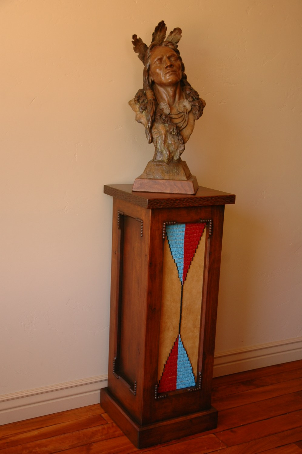 "Art pedestal with beaded panel with ""Listen"""