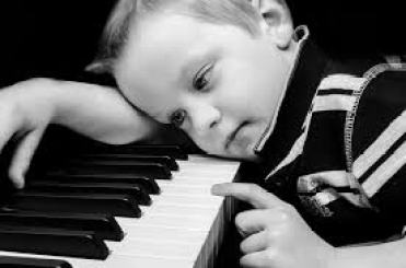 baby and piano