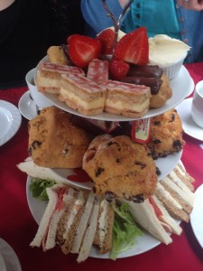 cream-tea-on-boat