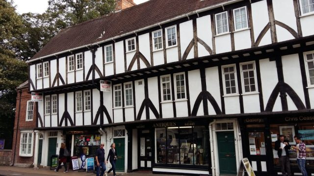 Explore York's Pretty Streets - Backpacker's Guide to York on a Budget