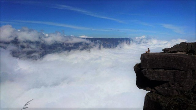 Walking through the mist on Roraima Tepuy venezuela