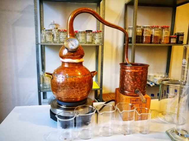 Copper gin still and equipment to make your own gin at the gin making course in Barcelona with Corpen