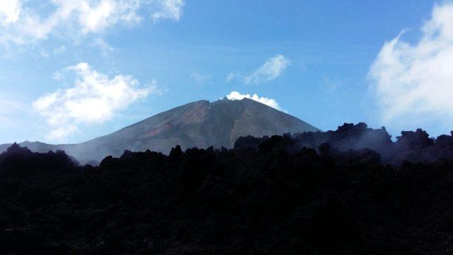 Smoking Live Pacaya Volcano & lava stream near Antigua Guatemala