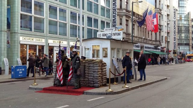 Visiting the Berlin Wall - Checkpoint Charlie & the photo opportunity
