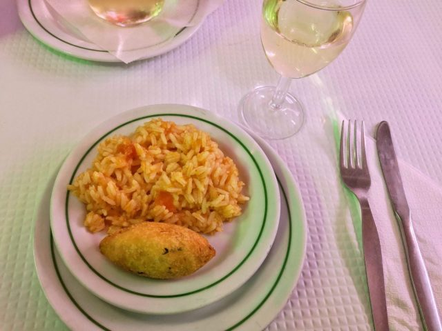 Codfish cake and tomato rice with vinho verde