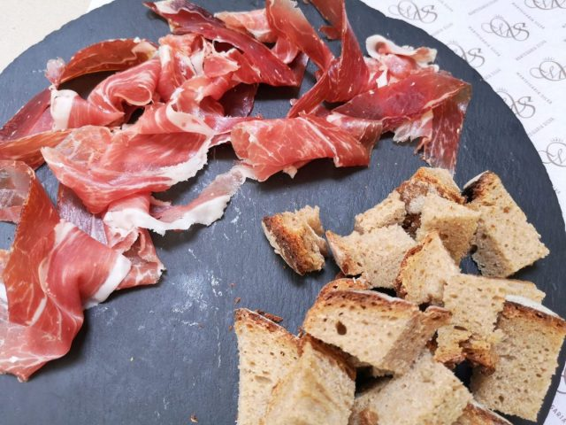 Pata Negra cured ham and bread (with Olive Oil)
