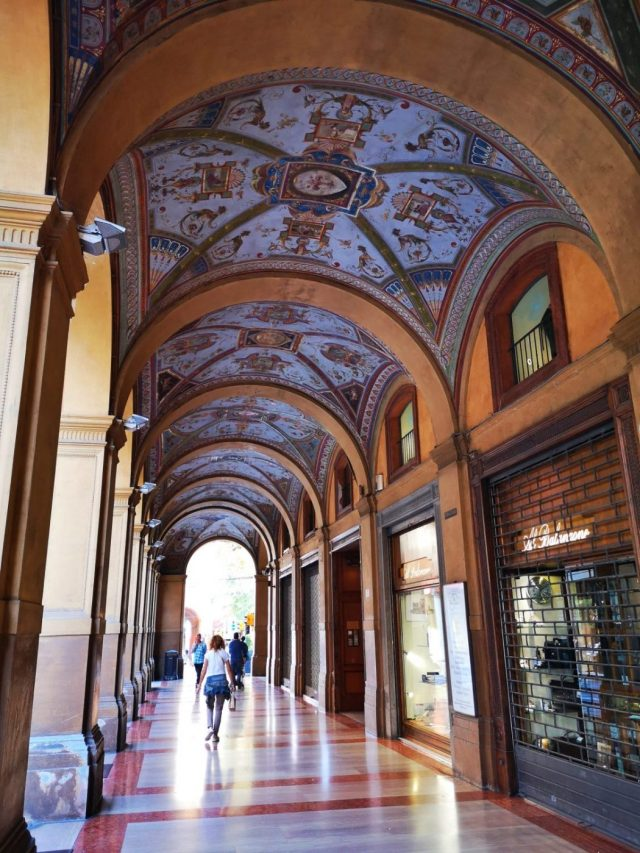 Beautiful Porticoes in Bologna Italy - Exploring Bologna in One Day