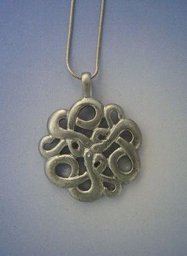 colgante nudo celta serpientes de plata ouroboros