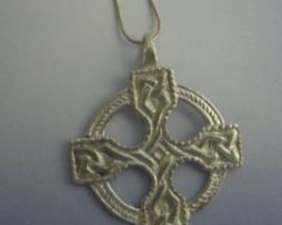 cruz celta Saint Ninian en plata de ley
