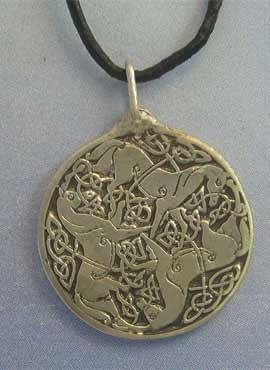 colgante Epona 3 caballos de plata. amuleto celta