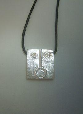 colgante kin sol maya ahau de plata con cordón de piel