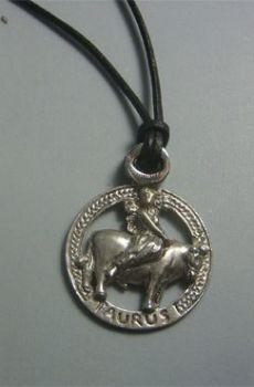 colgante horóscopo tauro en plata de ley con cordón de cuero