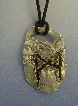 colgante runa vikinga Mannaz amuleto vikingo plata