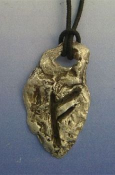 colgante runa vikinga Fehu amuleto vikingo de plata