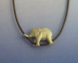 elefante de plata amuleto de fortuna