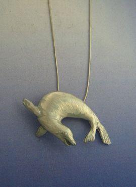 colgante foca de plata amuleto