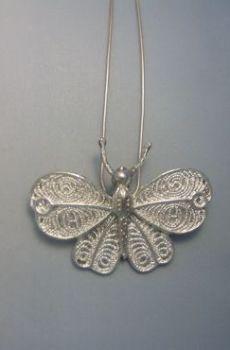 mariposa de plata amuelto colgante