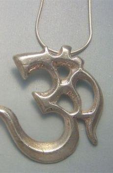 colgante Om mantra amuleto budista plata
