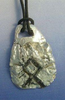 colgante runa vikinga Othala amuleto vikingo