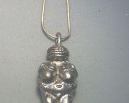 colgante venus Willendorf figurilla de plata