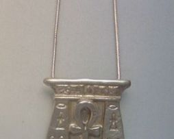 cruz egipcia de la vida ankh o anj de plata de ley, amuleto egipcio simbolizando con la puerta la inmortalidad