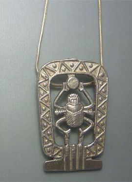 colgante escarabajo de plata amuleto egipcio