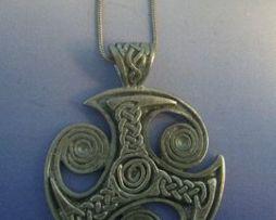 trefot de plata amuleto colgante trisquel vikingo