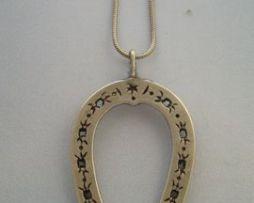 colgante herradura amuleto de plata