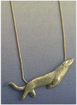 colgante nutria de plata amuleto con cadena de plata