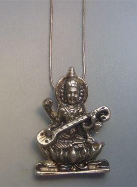 colgante sarasvati amuleto de plata diosa hindu