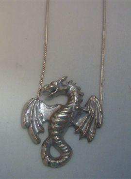 colgante dragón vikingo fafnir en plata de ley
