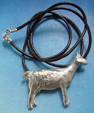 amuleto colgante cabra de plata