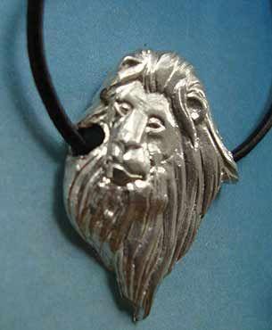 cabeza de león colgante amuleto de plata