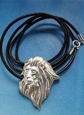 collar cabeza de león amuleto de plata