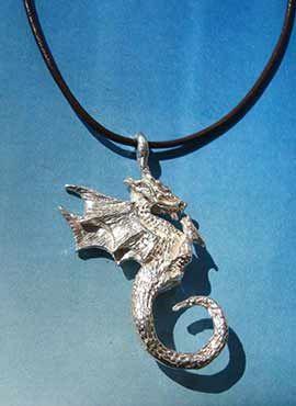 dragón de fuego Beowulf colgante de plata