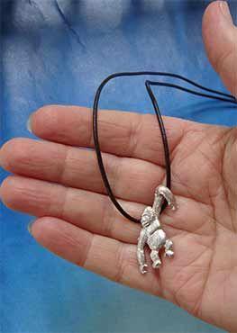 colgante gorila de plata amuletos