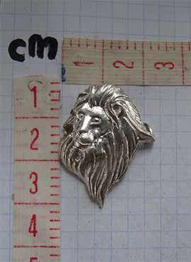 colgante cabeza de león amuleto