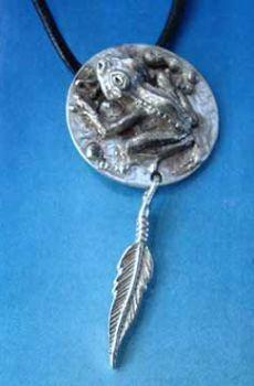 colgante rana de plata amuleto etnico tribal