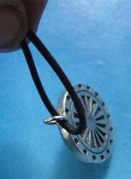 rueda del dharma colgante plata