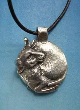 colgante toro de la luna amuleto plata de ley