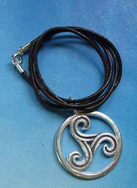amuleto trisquel celta de plata