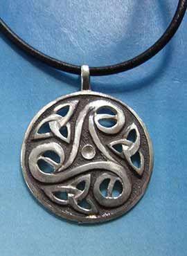 colgante trisquelium celta medalla plata