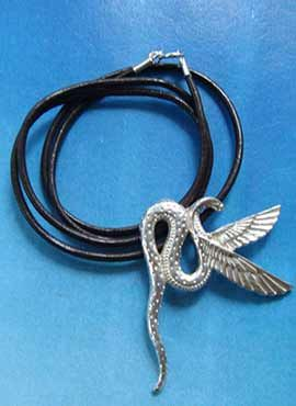 joya de Wadjet cobra alada diosa Egipto plata